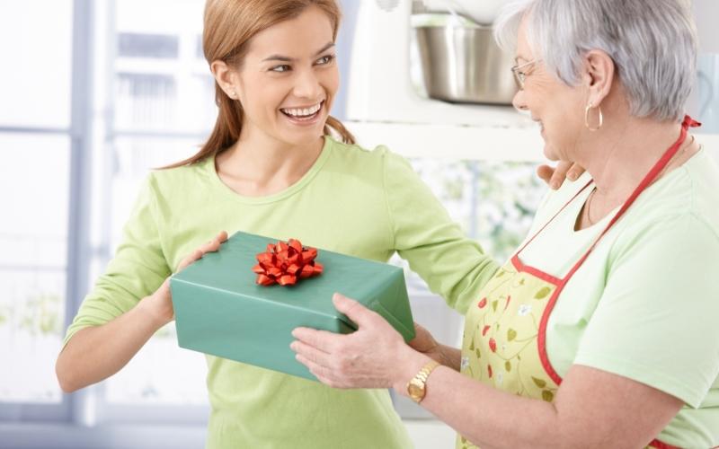 Что подарить свекрови