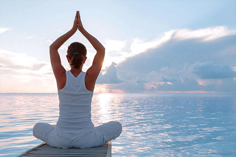 Йогические практики помогают настроиться на самооздоровление